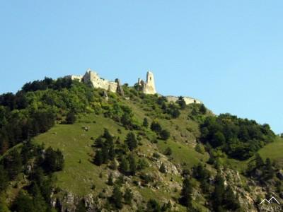 Pohľad na Čachtický hrad od Višňového