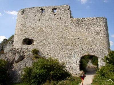 Čachtický hrad - vstupná časť
