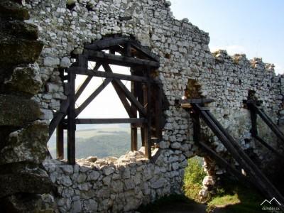 Čachtický hrad - obvodový múr