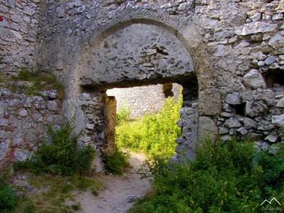 Plavecký Hrad - renesančná brána