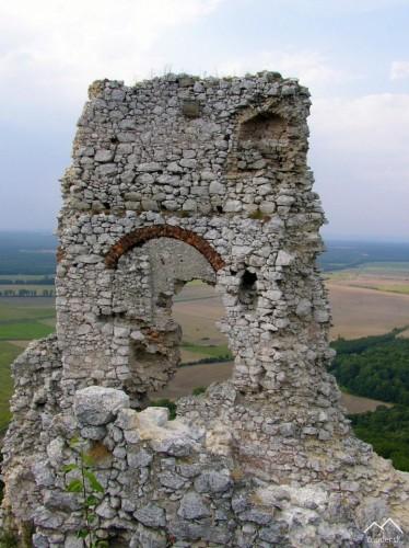 Plavecký Hrad - horný hrad, zvyšky paláca