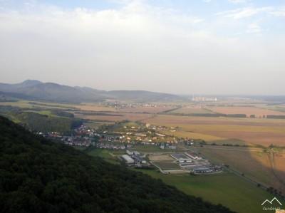 Pohľad z hradu na Plavecké Podhradie, v pozadí Rohožník