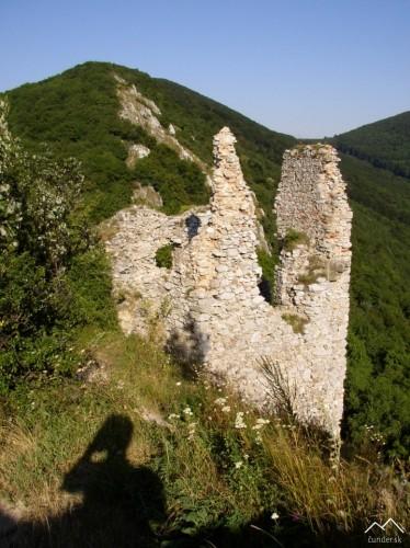 Hrad Ostrý Kameň - vstupná veža do horného hradu