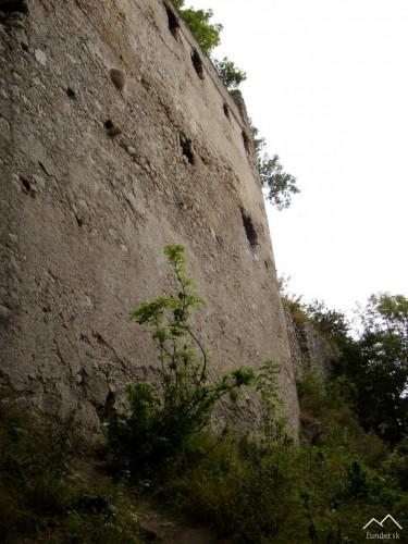 Hrad Dobrá Voda - Južná časť opevnenia